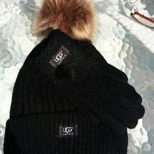 Ugg black Pom-Pom hat and gloves